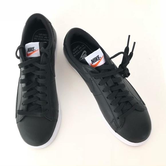 df48da854b50 Women s Nike Blazer Low LE Black   White Sneakers